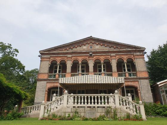 영국대사관은 한국에서 가장 오래된 대사관저 건물을 원형대로 유지하고 있다. [사진 주한영국대사관]