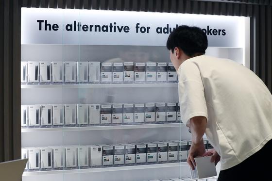 서울 강남구의 액상형 전자담배 '쥴' 판매점. [뉴스1]
