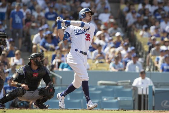 23일 오클랜드전에서 만루포를 치고 있는 다저스 코디 벨린저. [AP=연합뉴스]