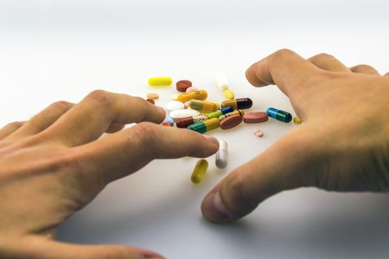 자살 시도로 인한 중독환자가 전세계적으로 늘어나고 있다. 우리나라도 간과해서는 안될 문제다. [사진 pxhere]