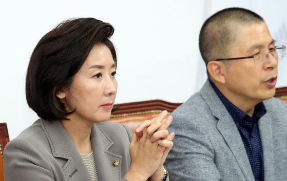 나경원 자유한국당 원내대표가 23일 서울 여의도 국회에서 열린 최고위원회의에 참석했다. [뉴스1]
