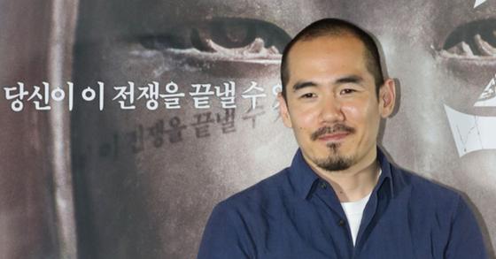 일본군 위안부 문제를 다룬 다큐멘터리 영화 '주전장'의 미키 데자키 감독. [뉴시스]