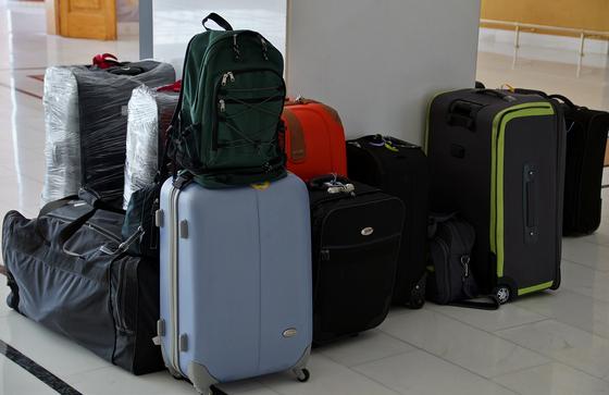 한 달 동안 생활할 짐을 싸는 것은 만만치 않은 일이다. 하지만 어차피 사막이나 무인도에 가는 것도 아니니 '최소한'의 짐을 꾸리겠다는 생각으로 짐을 챙기면 여행용 트렁크 두 개로 충분하다. [사진 pixabay]
