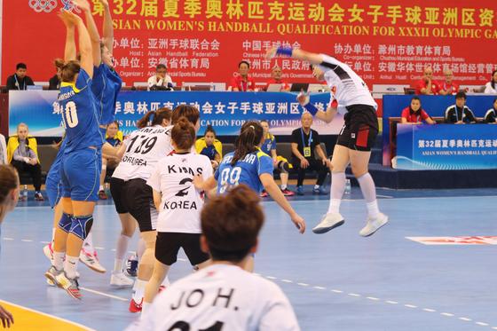 여자 핸드볼 대표팀이 카자흐스탄을 꺾고 도쿄올림픽 아시아 예선 2연승을 기록했다. [사진 대한핸드볼협회]