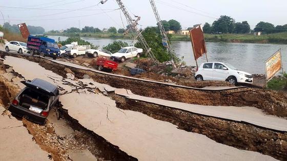 24일 오후 파키스탄 북부에서 규모 5.8의 지진이 발생해 현재까지 22명이 숨지고 200여명이 다치는 재난이 발생했다. [EPA=연합뉴스]