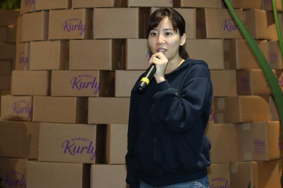 마켓컬리 김슬아 대표가 24일 간담회에서 포장재 변경 정책을 설명하고 있다. [연합뉴스]
