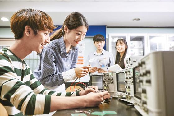 광운대는 한국 정보통신 기술(ICT)을 이끌어 왔으며 첨단 이론과 기술을 가르치고 연구하는 대학으로 질적 성장에 매진하고 있다. [사진 광운대]