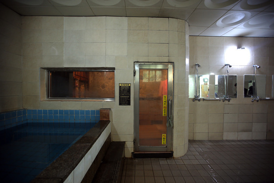 목욕탕 내부. 이 기사와는 무관한 사진. [중앙포토]
