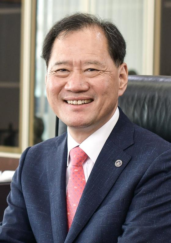 김수복 신임 총장.