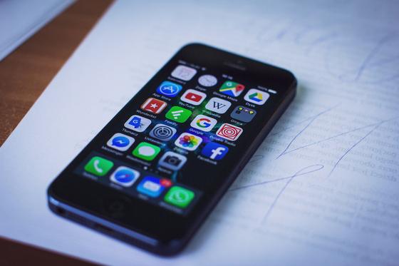 거의 전 국민이 스마트폰을 소지하고 있는 모바일 환경에서는 오프라인에서의 수많은 서비스가 BM 발명이 될 수 있다. [사진 pexels]