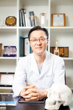 아이디병원 박상훈 병원장은 사전검진시스템으로 환자 안전에 앞장서고 있다.