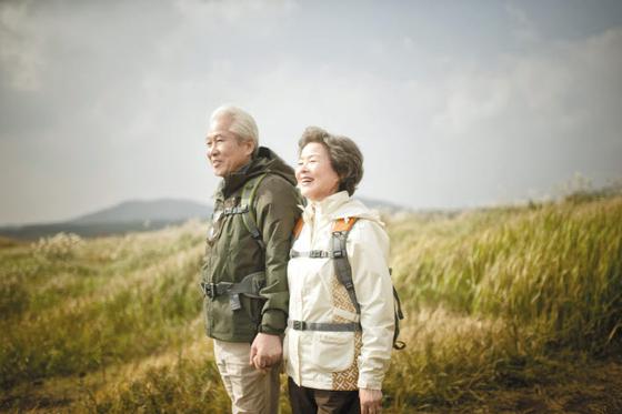 나이가 들수록 규칙적인 운동 등으로 면역력을 키워야 건강을 지킬 수 있다.  [사진 일양약품]