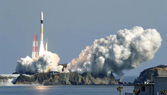 일본 GPS 위성 미치비키 2호를 탑재하고 발사되는 H2A 로켓 34호기. [로이터=연합뉴스]