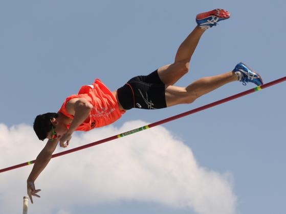 한국 남자 장대높이뛰기 간판 진민섭은 이번 세계선수권에서 결선 진출에 도전한다. [중앙포토]