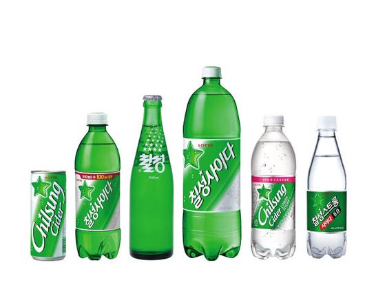올해로 발매 69주년을 맞은 칠성사이다는 차별화된 맛과 '맑고 깨끗함'을 강조한 마케팅 전략으로 국내 시장에서 70% 이상의 점유율로 독보적인 1위를 기록하고 있다. [사진 롯데칠성음료]