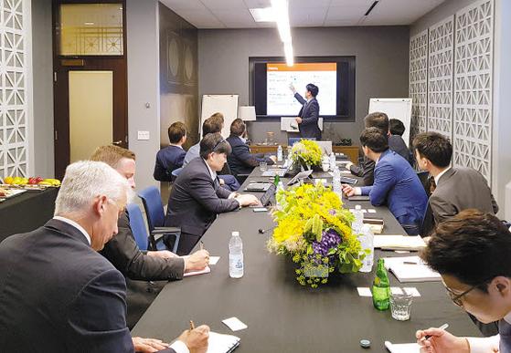 오렌지라이프가 'FC(재정 컨설턴트)채널 혁신을 위한 전속채널 미래 전략 및 성장 모멘텀 확보'를 주제로 미국·캐나다 보험사들과 지식교류세션을 지난달 진행했다. [사진 오렌지라이프]