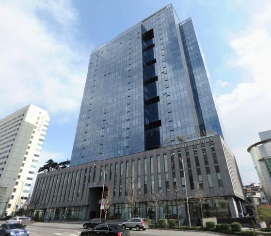 국내 최고급 오피스텔의 하나인 서울 강남구 청담동 피엔폴루스. 지난 3월 65억원에 거래된 전용 316㎡의 보유세 과세 기준 금액이 20억원(시가표준액)이다. 같은 실거래가의 아파트가 내는 보유세 기준은 44억원(공시가격)이다.