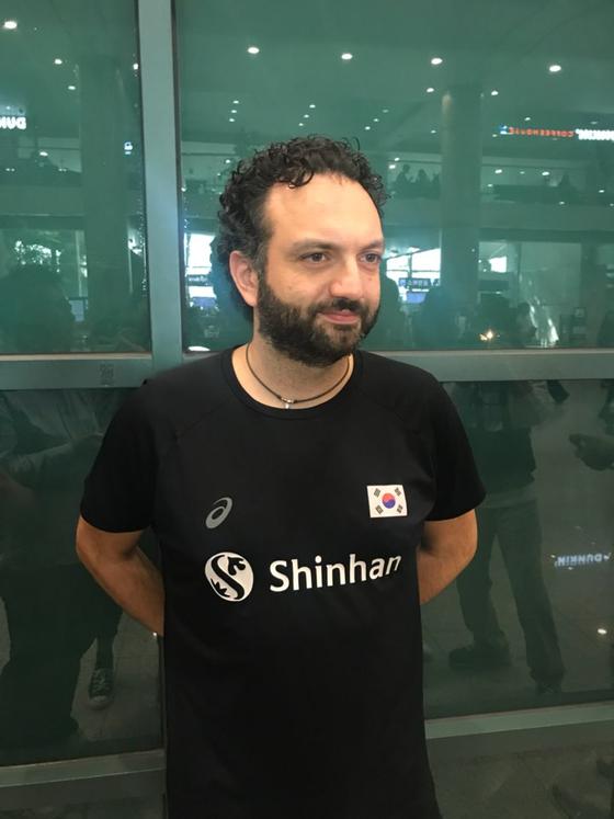 30일 월드컵을 마치고 입국한 스테파노 라바리니 여자배구 대표팀 감독.