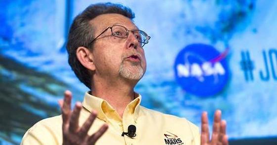 기자회견 중인 미국항공우주국(NASA) 수석 연구원 짐 그린 박사.[EPA=연합뉴스]
