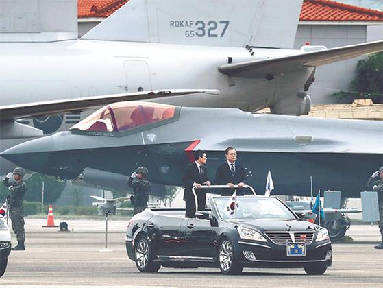 북한이 겁내는 F-35A 앞에서 국군의날