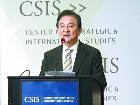 홍석현 중앙홀딩스 회장이 지난달 30일 미국 워싱턴에서 개최된 '중앙일보-CSIS 포럼 2019'에서 개회사를 하고 있다. 박현영 기자