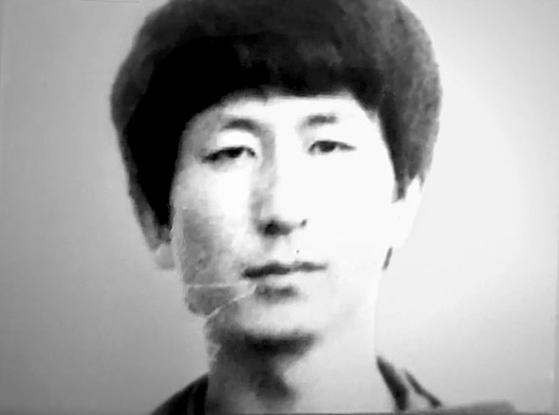 JTBC 9월30일 뉴스룸에서 보도한 재소자 신분카드에 부착된 이춘재.[JTBC 캡처]