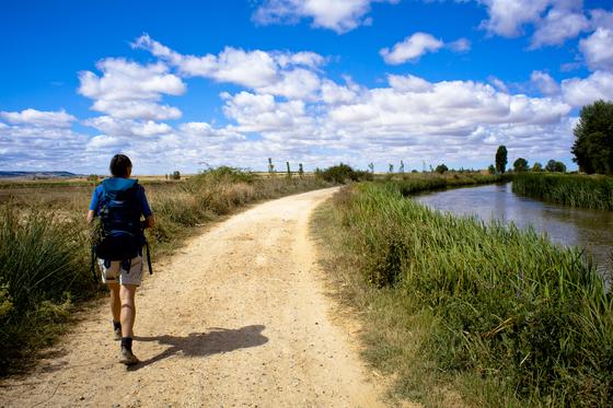산티아고 순례길은 지구촌 모든 여행자의 로망이다. 그 길을 걷고 싶다. [사진 롯데관광]