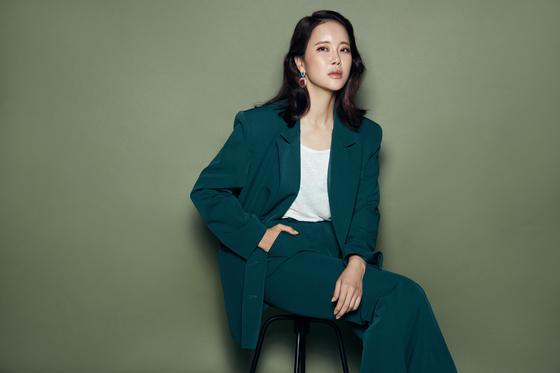 올해 데뷔 20주년을 맞은 가수 백지영. 4일 새 미니앨범 '레미니센스'를 발매한다. [사진 트라이어스]
