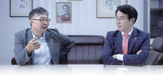 우석훈 경제학 박사(왼쪽)와 박용진 더불어민주당 의원은 '그러지 않을 것'이라고 믿었던 586세대의 특권 의식과 불공정에 실망한 젊은이들의 좌절과 분노를 우려했다.