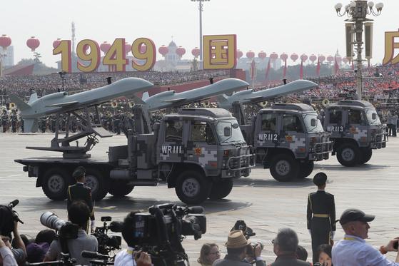 지난 1일 중국이 건국 70주년 열병식에서 선보인 드론의 모습. [AP=연합뉴스]