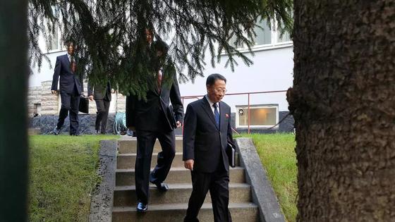 북미 실무협상장 향하는 북한 김명길 순회대사 [스톡홀름=공동취재단, 연합뉴스]