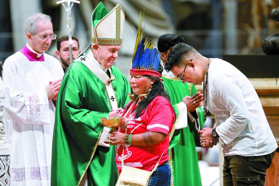 교황, 아마존 원주민 접견