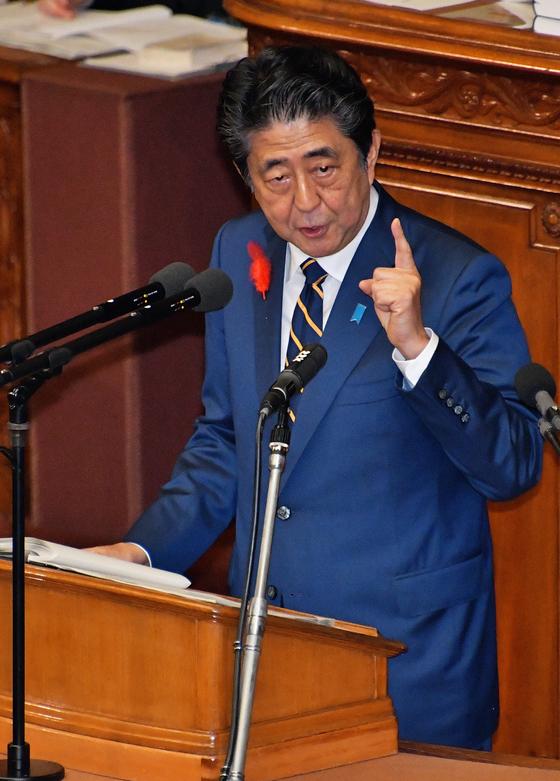 4일 임시국회 개막연설을 하고 있는 아베 신조 일본 총리.[UPI=연합뉴스]