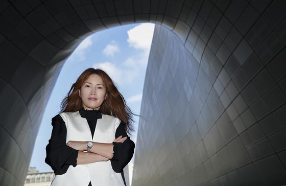 지난 10월 4일 서울패션위크의 전미경 총감독을 서울 동대문프라자(DDP)에서 만났다.  임현동 기자