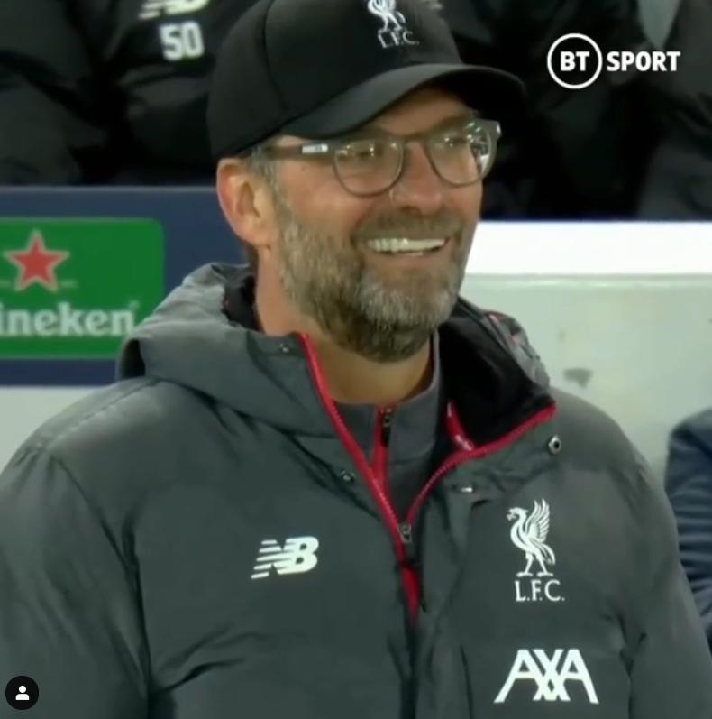 황희찬의 도움을 받은 미나미노가 두번째 골을 터트리자 위르겐 클롭 리버풀 감독이 허탈하게 웃는 모습이 카메라에 잡혔다. [사진 BT스포츠 인스타그램]