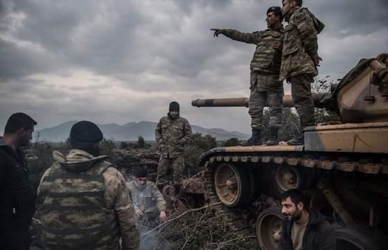 터키군이 쿠르드 민병대를 격퇴하겠다며 시리아 북서부에 공습을 가했다. [AFP=연합뉴스]