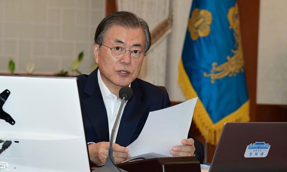문재인 대통령이 8일 오전 청와대 본관에서 열린 국무회의에서 발언을 하고 있다. [청와대사진기자단]