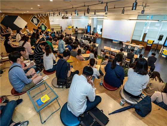 지난 7월 열린 '2019 1인가구 포럼'에서 시민들이 의견을 내고 있다. [사진 서울시]