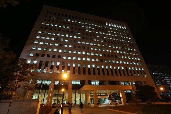 2012年11月29日の夜、火点灯ソウル瑞草洞最高検察庁庁舎。 [中央フォト]