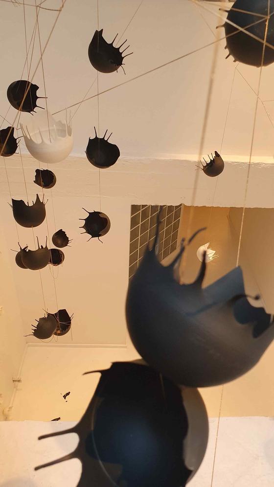 브뤼셀 아트로프트 갤러리에 설치된 '기억을 담은 순간' 연작. [사진 아트로프트갤러리]