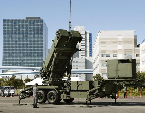일본 항공자위대가 9일 오전 도쿄도의 아리아케(有明) 린카이(臨海)광역방재공원에서 패트리엇(PAC3) 미사일 전개 훈련을 하고 있다. [연합뉴스]
