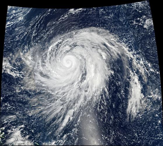 미 항공우주국이 촬영한 제19호 태풍 하기비스. [자료 미 항공우주국(NASA)]