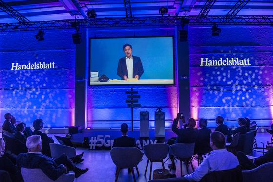 박정호 SK텔레콤 사장이 지난달 29일 독일에서 열린 '5Germany' 행사에서 화상연설하고 있다. [사진 SK텔레콤]