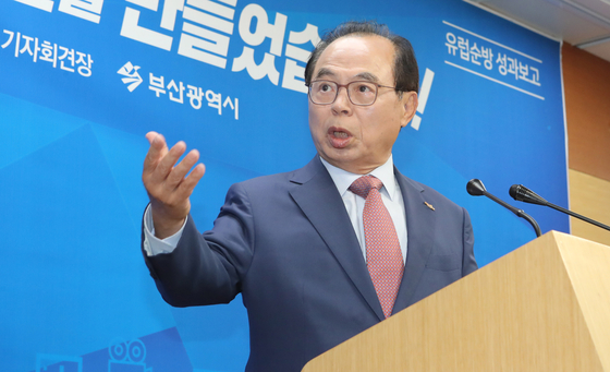기자회견을 하는 오거돈 부산시장. 송봉근 기자