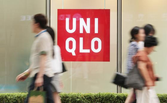 유니클로 국내 신용카드 매출액이 일본 제품 불매 운동약 한 달 만인 8월 16일 70% 급감한 것으로 알려졌다. [뉴스1]
