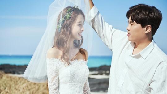 지난해 1월 결혼한 류현진 선수와 배지현 아나운서. [사진 아이패밀리SC]
