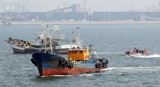 서해5도 특별경비단 불법 외국어선 단속 시범훈련 모습. [연합뉴스]