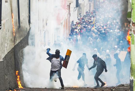 에콰도르에서 연일 이어지고 있는 반정부 시위 [로이터=연합뉴스]