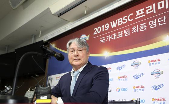 지난 2일 프리미어12 대표팀 명단을 발표하는 기자회견에 참석한 김경문 감독. [연합뉴스]