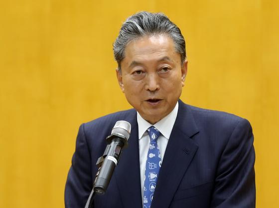 하토야마 유키오 일본 전 총리가 11일 부산대에서 '통일 한국의 미래와 평화 전략'이라는 주제로 강연을 하고 있다. [연합뉴스]